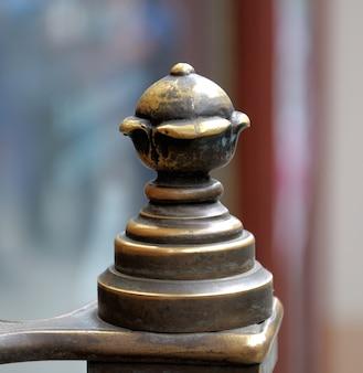 古い銅の飾り