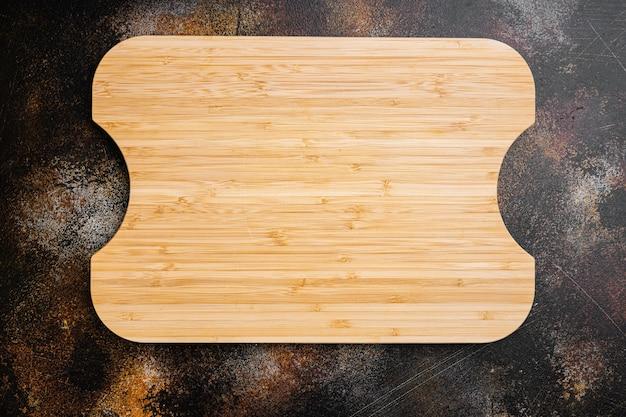 오래된 커팅 보드 세트, 상단 뷰 플랫 레이, 텍스트 또는 음식을 위한 복사 공간이 있는 오래된 어두운 소박한 테이블 배경