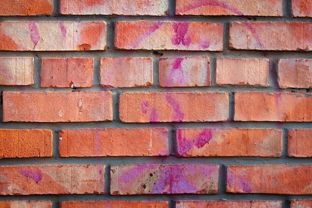 古い汚れた粘土レンガの壁のテクスチャ。ヴィンテージレンガ