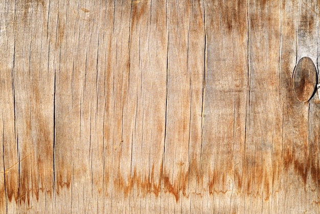 Старая грязная выветрившаяся пустая деревянная доска