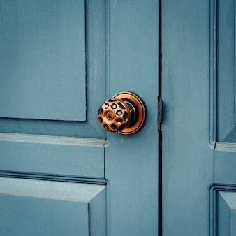 Старая ручка двери