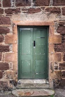 古いドアスコットランド