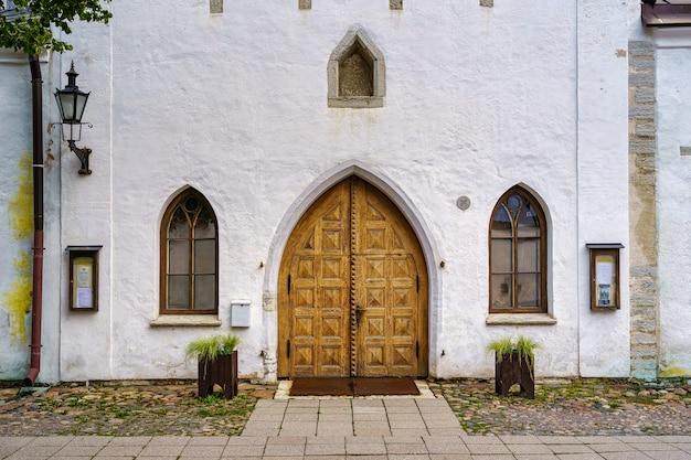 탈린 에스토니아에서 세인트 메리 교회의 오래 된 외관.
