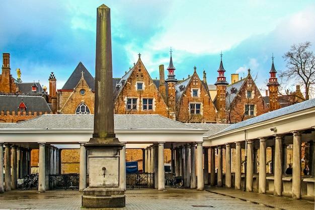 ブルージュベルギーのビスマルクトと中世の歴史的建造物と呼ばれる古い魚市場