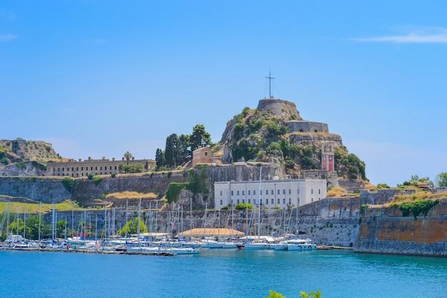 Старая крепость на острове корфу, греция