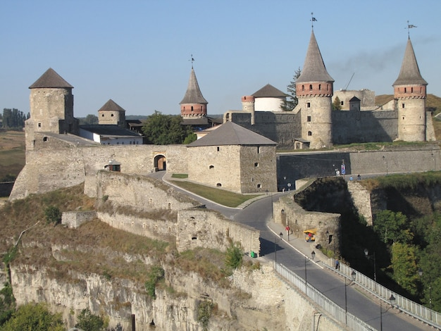 Kmentse-podolsky, 우크라이나에있는 오래 된 요새. 밝은 날에