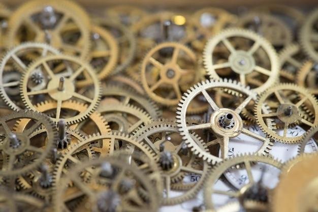 오래된 기어 회중 시계