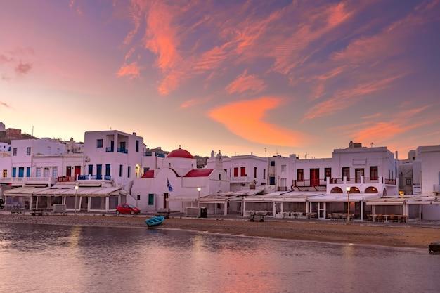 Старая гавань в миконосе, греция