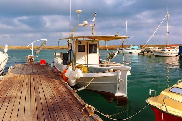 Старая гавань утром, ханья, крит, греция