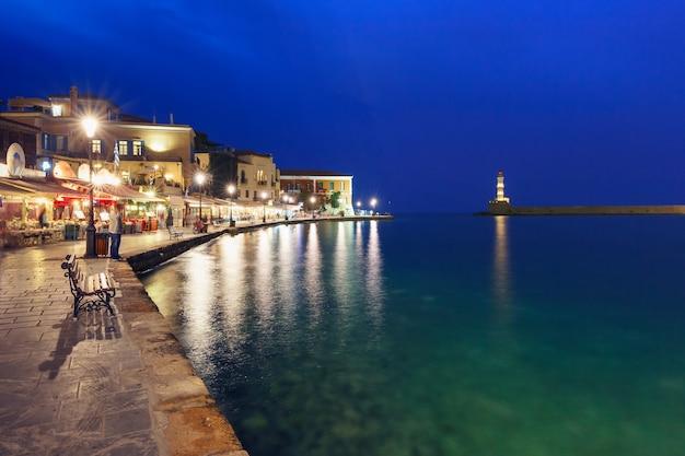 Старая гавань с маяком, ханья, крит, греция