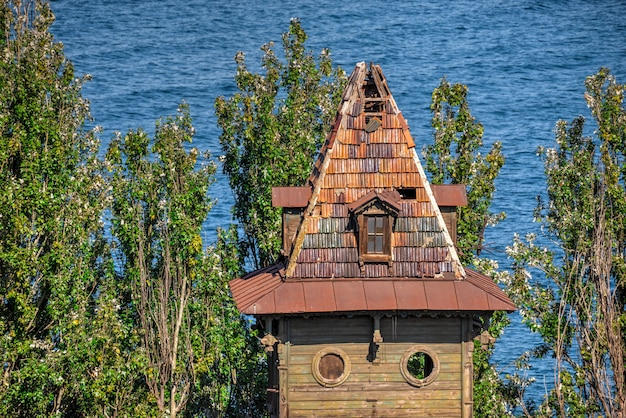 Старый исторический дом в одесском морском порту, украина