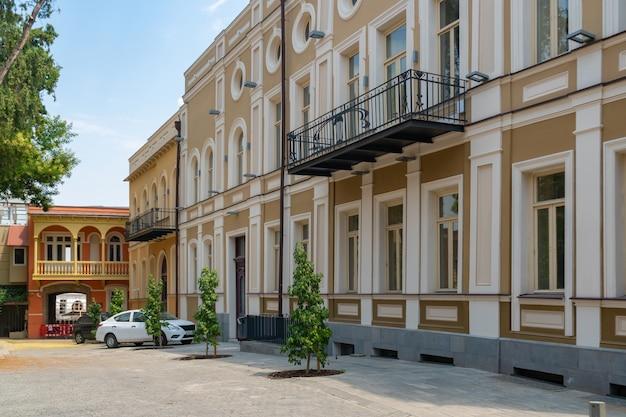 トビリシの古い歴史的な家。ゲオルガイの首都。トラベル