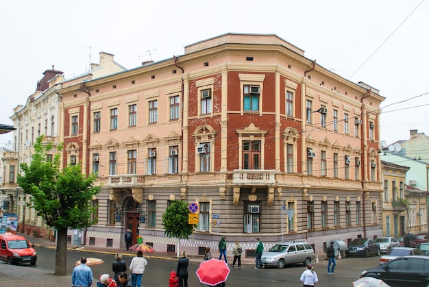 Chernivsti 시내 중심가에 있는 오래된 집. 우크라이나