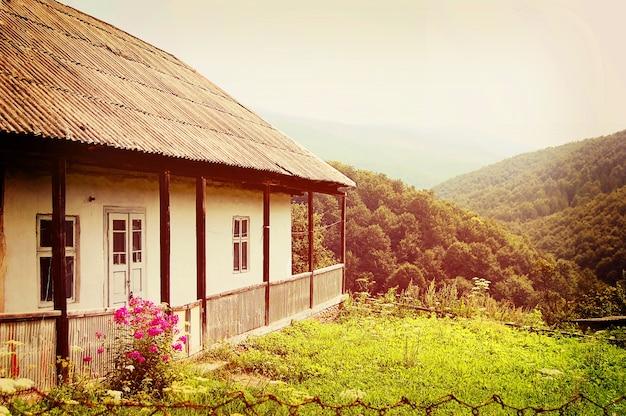 Старый дом в горах