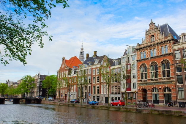 암스테르담, 네덜란드의 운하에 오래 된 집