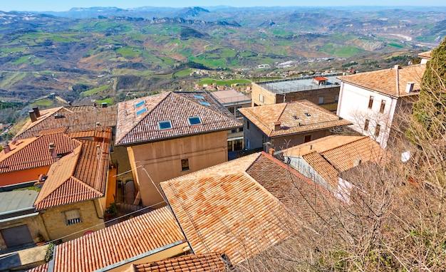 산 마리노의 기와 지붕이 있는 오래된 집 - 풍경, 도시 풍경