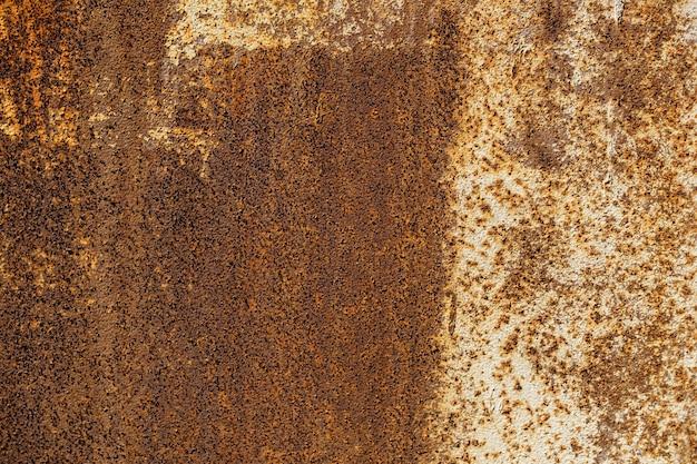 녹으로 오래 된 철 벽입니다. 금속 부식. 고품질 사진