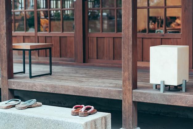 오래된 일본식 방, 전통 일본식 마치야 가옥 또는 료칸 레스토랑, 찻집