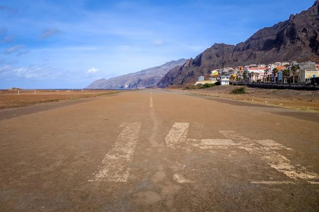 ポンタの古い着陸滑走路はソル、サントアンタオ島、カーボベルデ