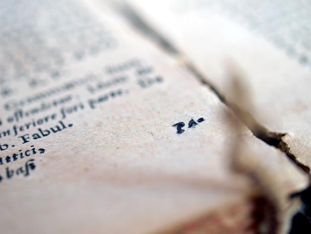 古ラテン語の本