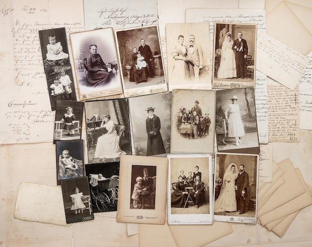 古い手紙とアンティークの家族写真両親祖父祖母子供ヴィンテージ写真