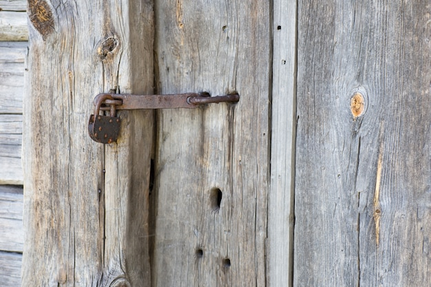 The old lock closes the old door (close up)