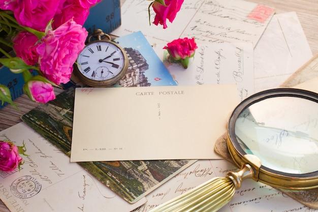 Старая почта с лупой и старинными часами