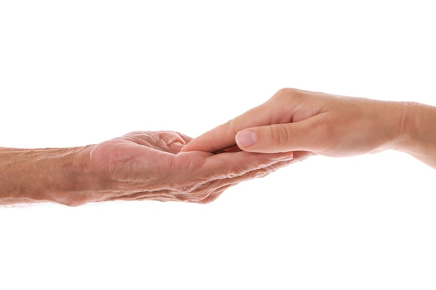 Старые мужские и молодые женские руки на белом фоне