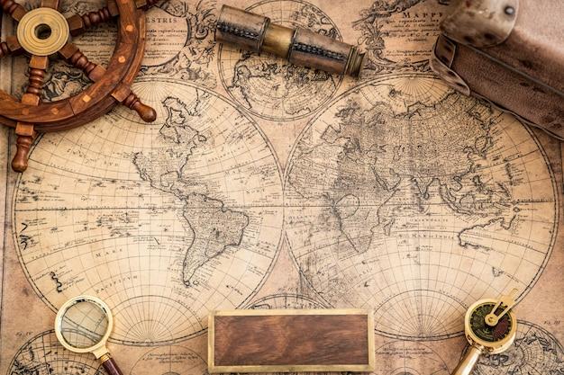 Старые карты и старинные морские объекты