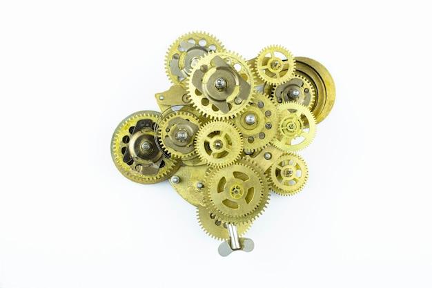 흰색 배경에 격리된 청동 톱니바퀴에서 수집된 오래된 메커니즘입니다.