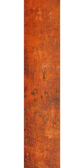 白い背景に分離された錆の古い金属柱。高品質の写真