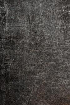 Старая металлическая поверхность с царапинами и ржавчиной на поверхности.