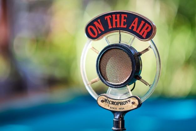 Старый микрофон для подкаста