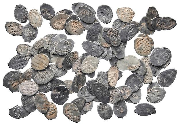 흰색 표면에 고립 된 th 세기 은화의 러시아의 오래 된 돈