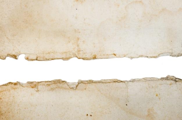 흰색 배경에 고립 된 오래 된 종이