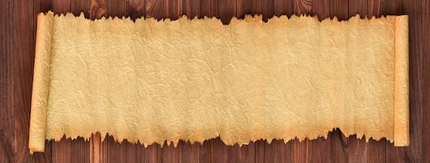 Старая бумага на столе, панорама в высоком разрешении