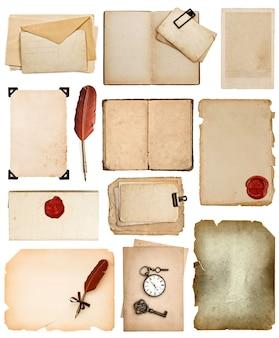오래 된 종이 시트 빈티지 책 페이지 카드 사진 조각 절연 흰색 배경