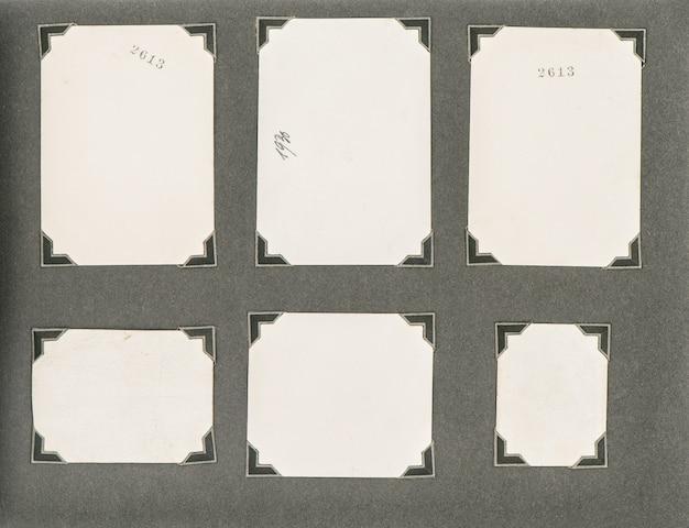 暗い背景の上にコーナーがある古いフォトアルバムページ。紙の質感