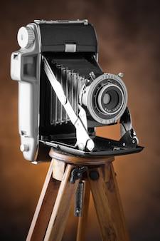 古い背景の古い写真のカメラ。古い背景の古い写真のカメラ。