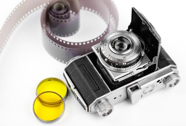 古い背景の古い写真のカメラ。