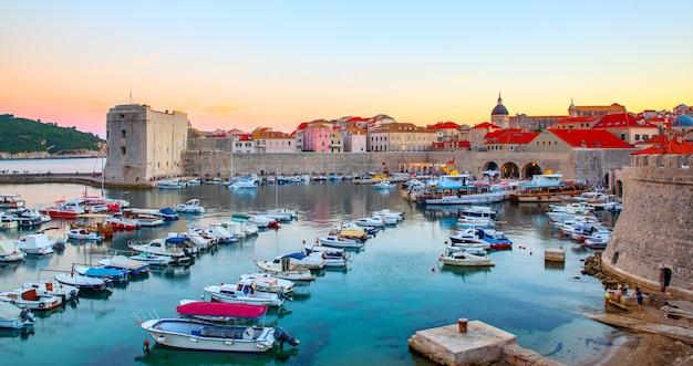 크로아티아 두브로브니크의 옛 항구