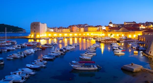 저녁, 크로아티아 두브로브니크의 구 항구