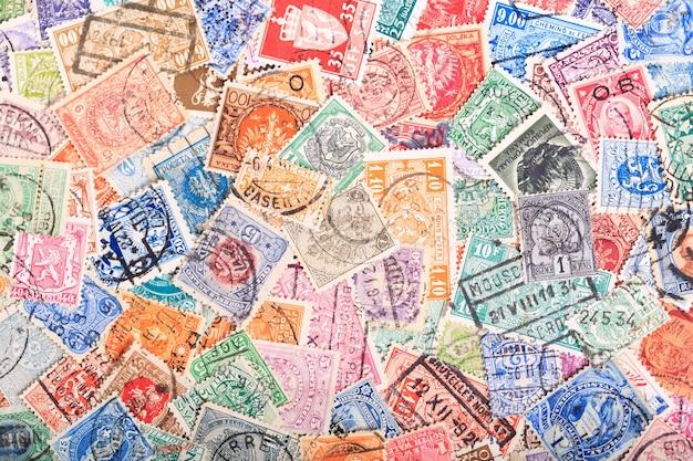 배경으로 여러 나라에서 오래 된 우표