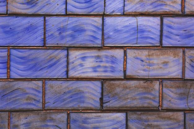 Старые фиолетовые плитки