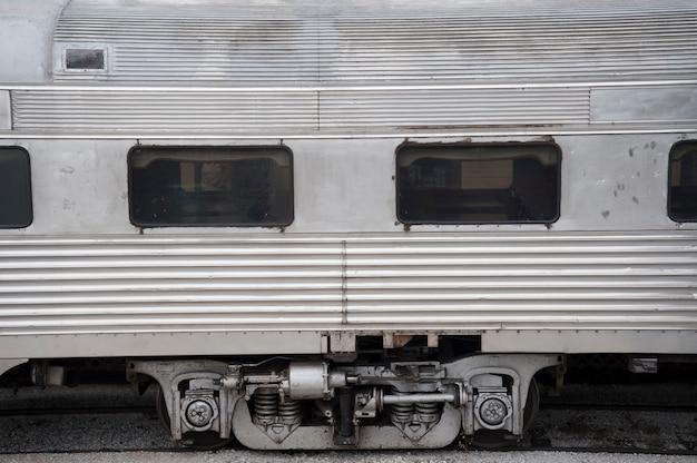 ミズーリ州のブランソンにある歴史的な鉄道駅の古い鉄道車両