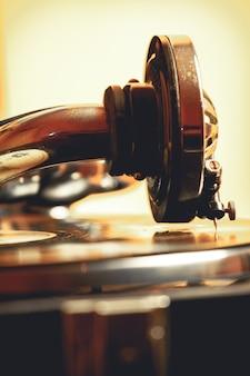 レコードの古いレコードプレーヤー蓄音機の針