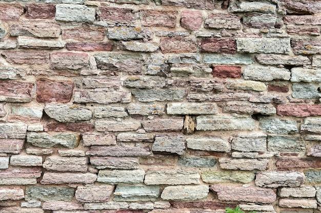 Старая красная кирпичная стена. фон из разрушенной кирпичной стены
