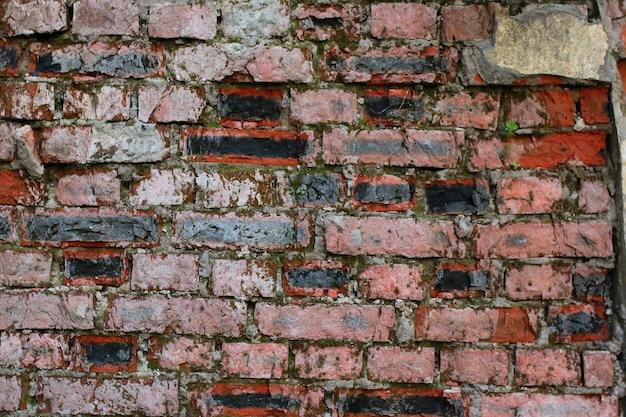 Старая красная кирпичная стена
