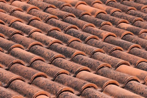 오래 된 빨간 기와 지붕 배경, 질감입니다.