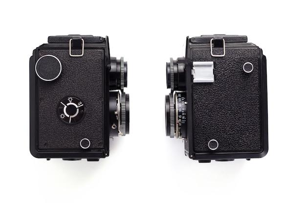 白い背景、上面図に分離された古いレトロな写真フィルムカメラ